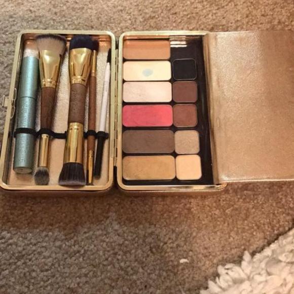 Dollup makeup case